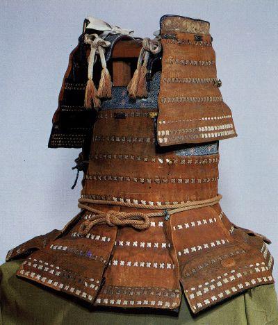 Наиболее известный из этого типа доспехов — коричневый доспех кавацудзуми харамаки из храма Ицукусима (о.Миядзима во Внутреннем море), период Намбоку-тё.