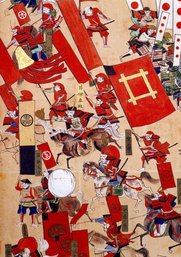 """""""Красные демоны"""" в сражении при Сэкигахара. Фрагмент расписной ширмы. Хорошо заметны большой  и малый штандарты, а также красные знамена и сасимоно самураев Ии с различным гербами. В центре, верхом - Ии Наомаса."""